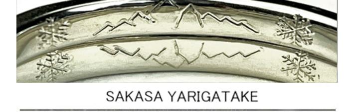 結婚指輪を重ねたリング内側に山の模様を描いたオーダーメイド作品の画像